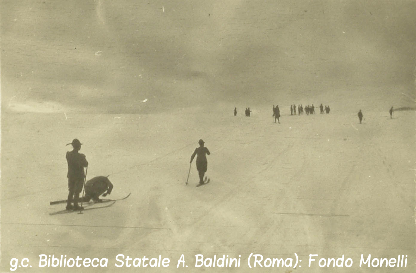 Sciatori alpini nella neve.jpg