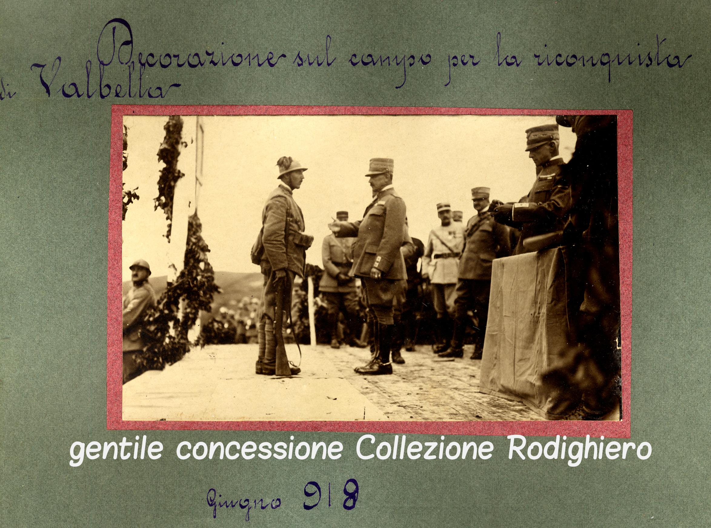 05 - decorazione di bersaglieri in altopiano 7 comuni dopo la battaglia del Solstizio (ASDM - coll rodighiero) (c).jpg