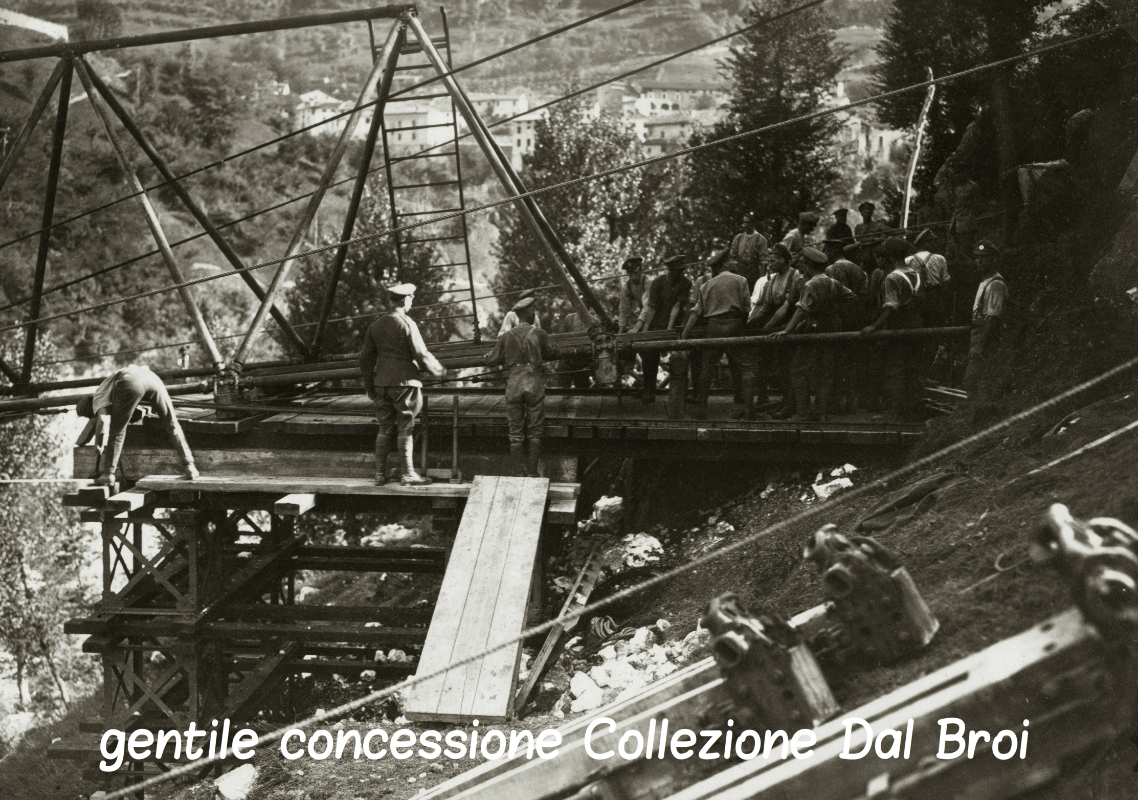 05 - 13 - Genieri inglesi mentre costruiscono un ponte a Caltrano sull'Astico (ASDM - coll dal broi) (c).jpg