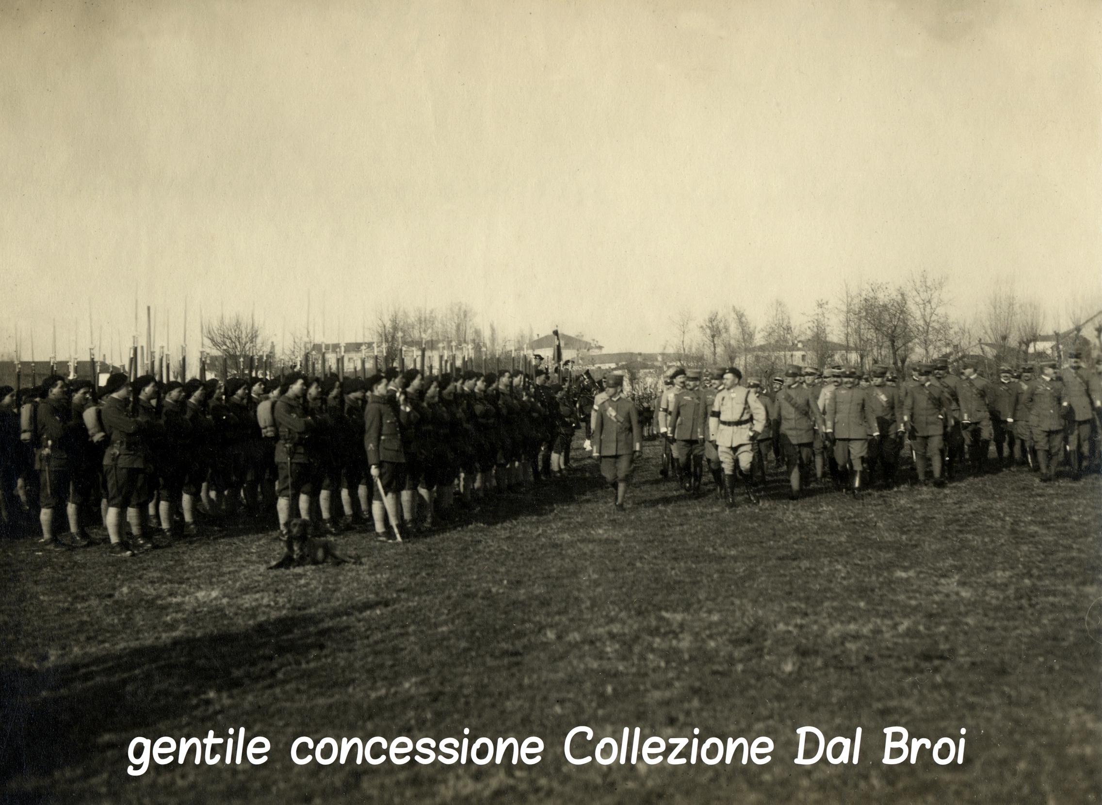 Il Re d'Italia passa in rassegna truppe francesi schierate a Villaverla