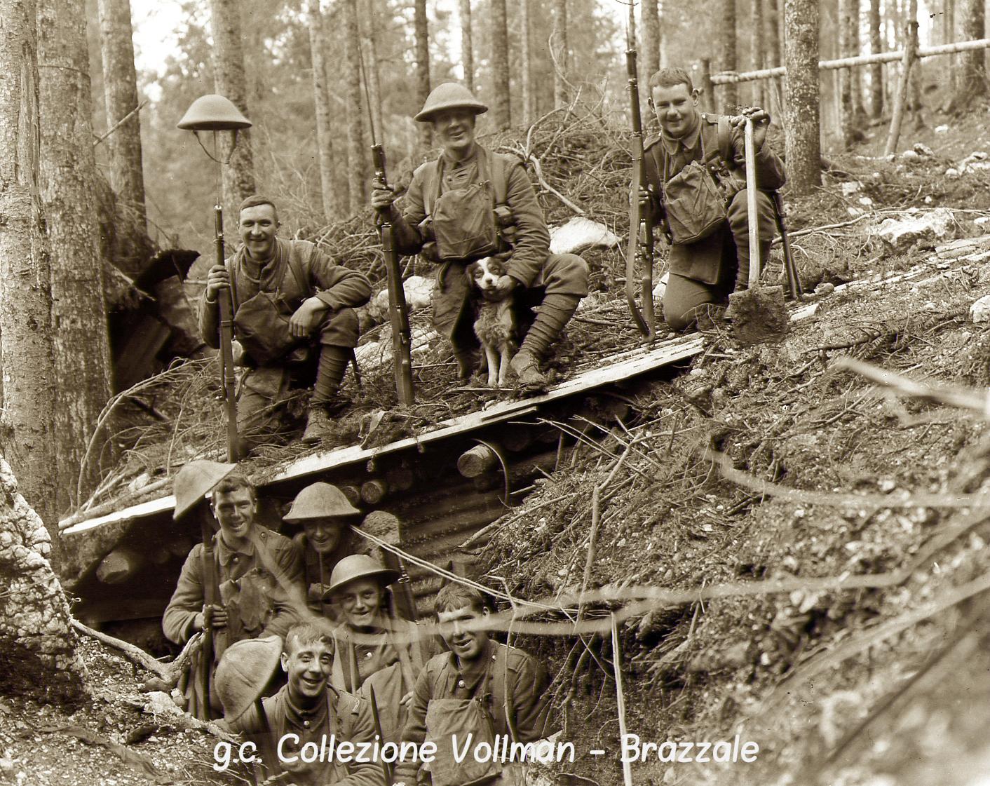 08  - Soldati inglesi in trincea tra gli abeti (da Vollman e Brazzale) (c).jpg