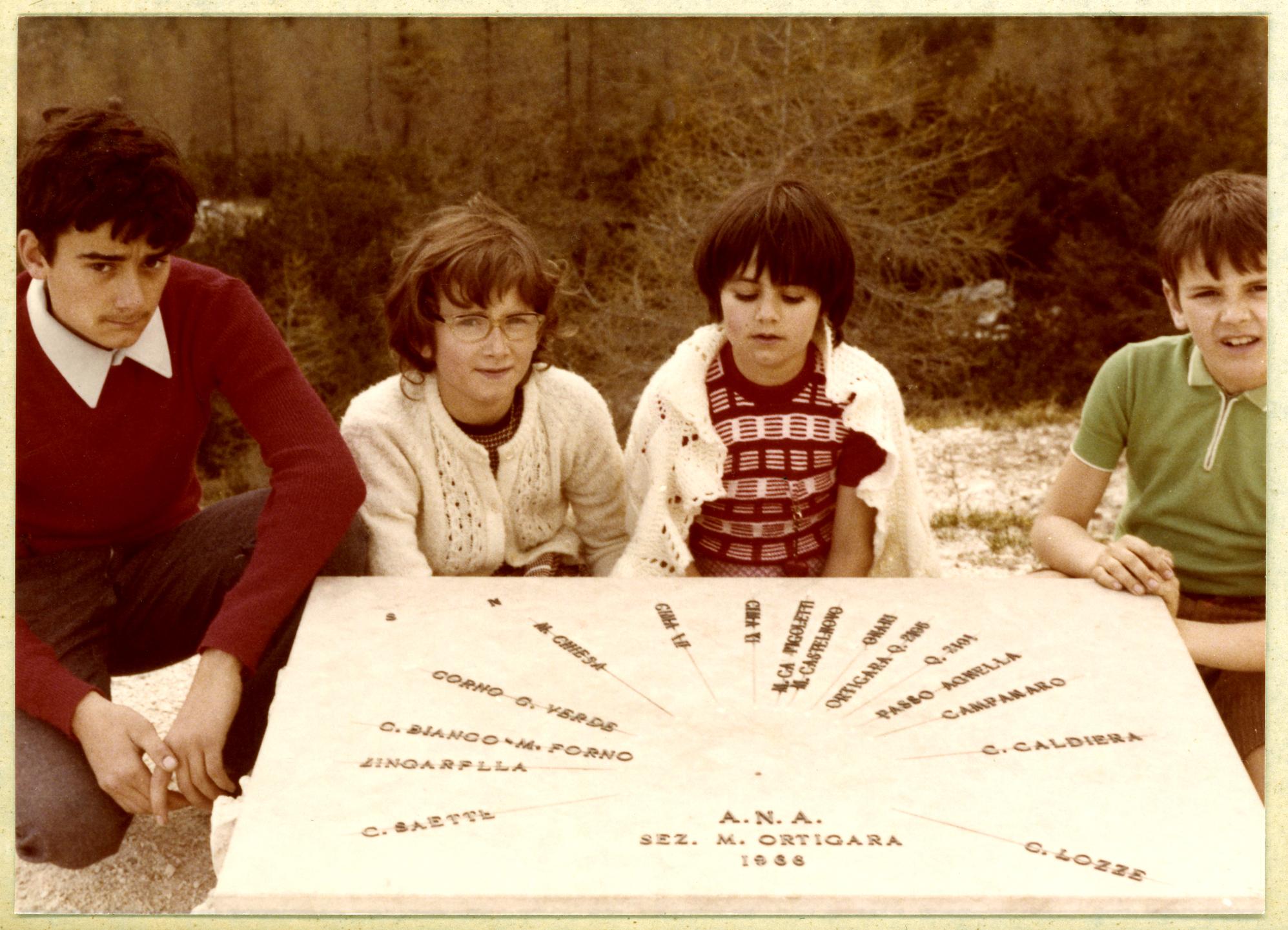Cima Lozze estate 1971: Ruggero con le sorelle Cinzia e Lorena ed il fratello Dario. Monica nasceràl'anno dopo.