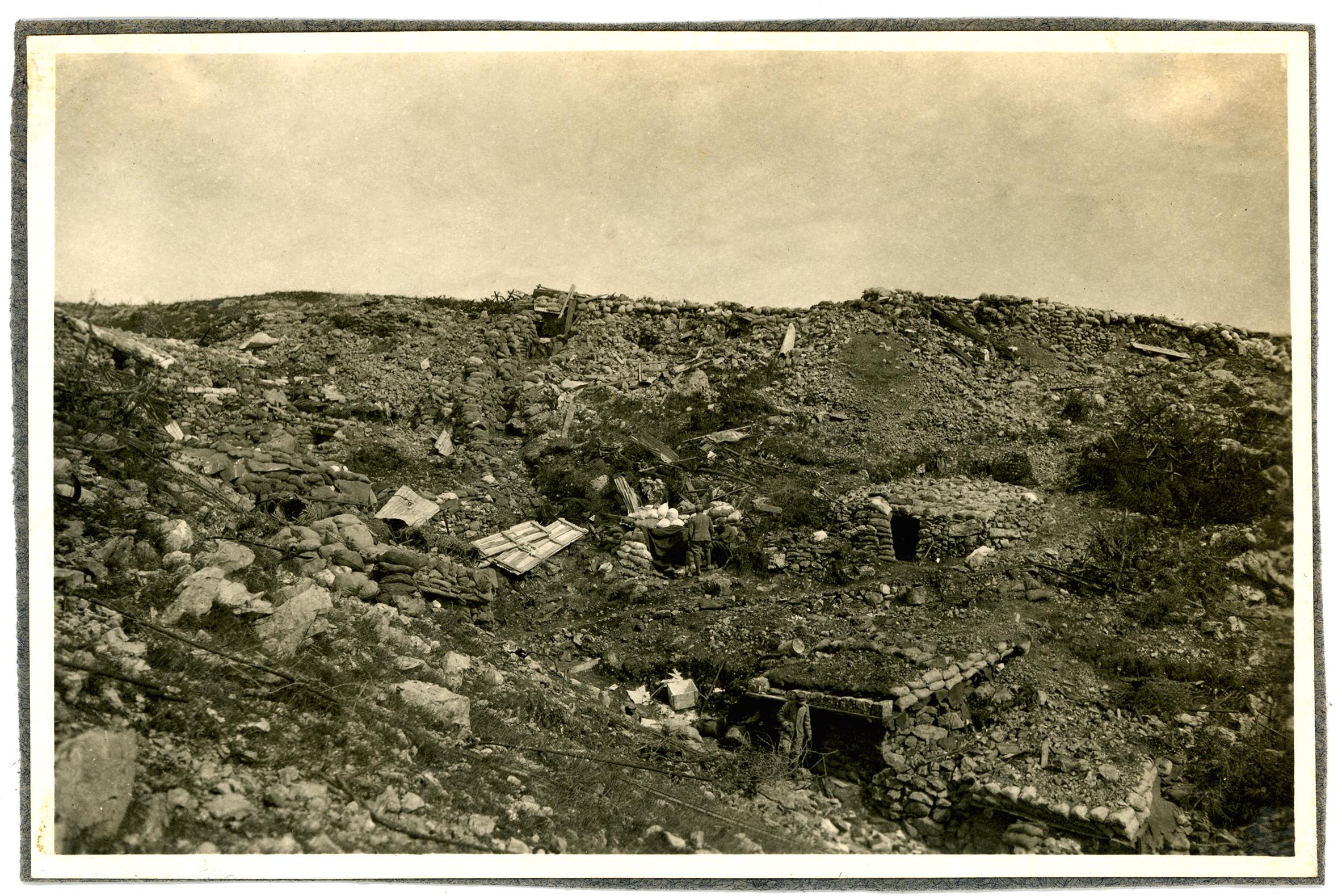 10 -  trincee e ricoveri austriaci sconvolit sul Sei Busi dopo la conquista italiana - ASDM.JPG
