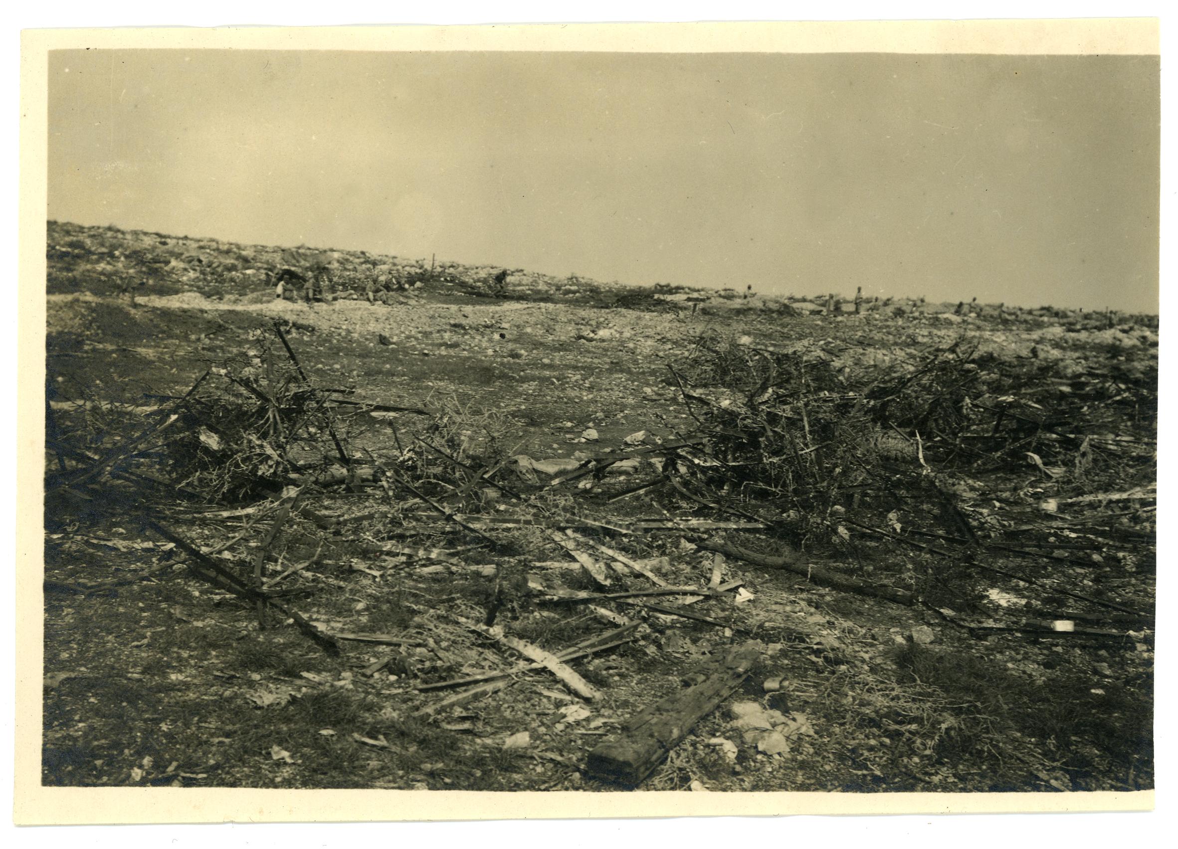 11 - come si presentava il terreno deella lotta su di uno dei molti campi di battaglia carsici - ASDM.JPG