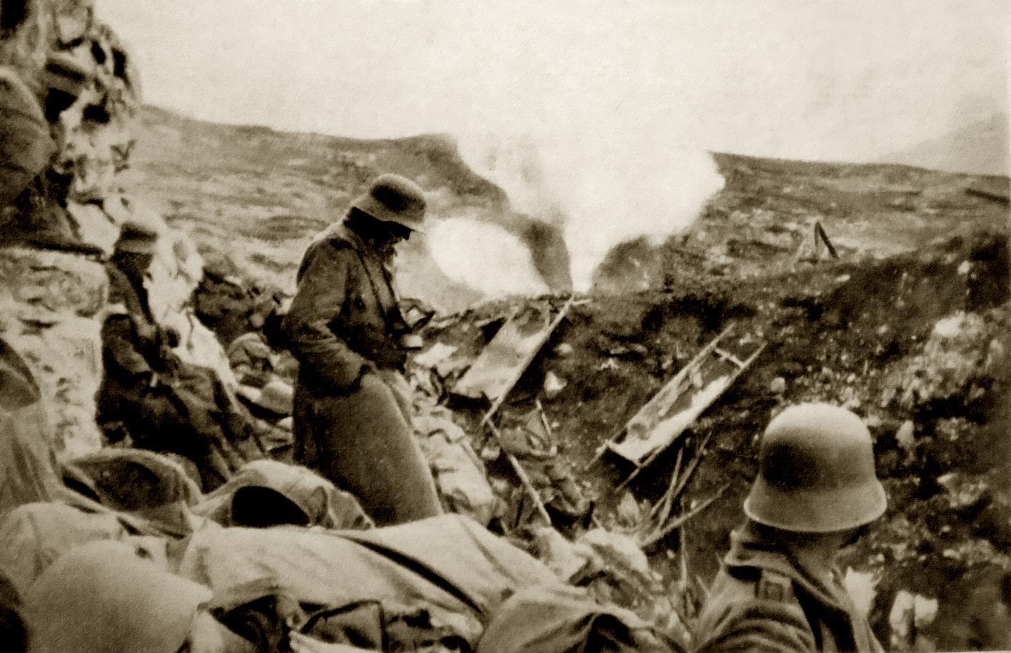08 - scoppio di granata a gas nella Grande Dolina nei pressi dell'Hilfsplatz - ASDM.JPG