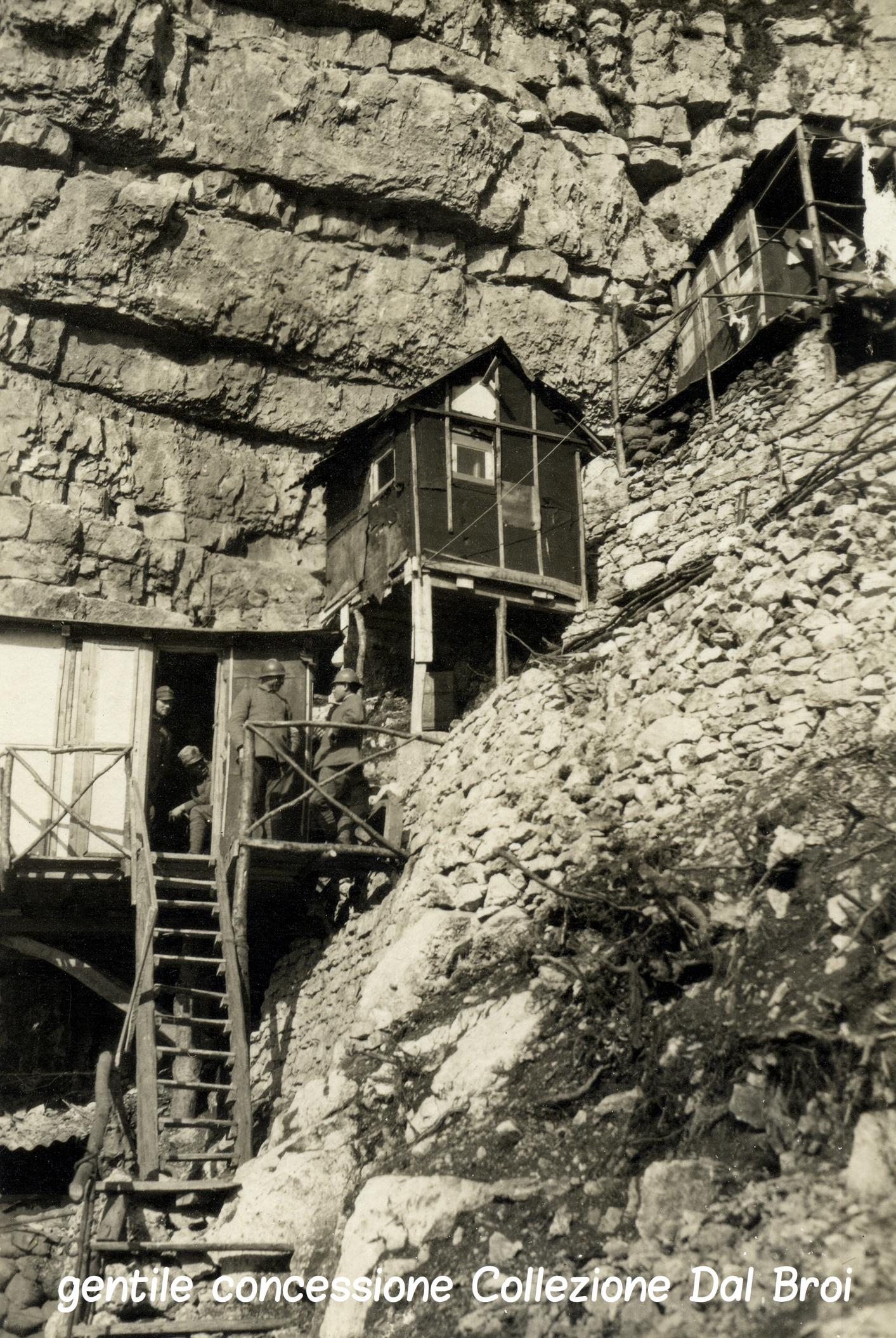 05 - baraccamenti italiani sul Cengio - (ASDM - coll dal broi) (c).jpg