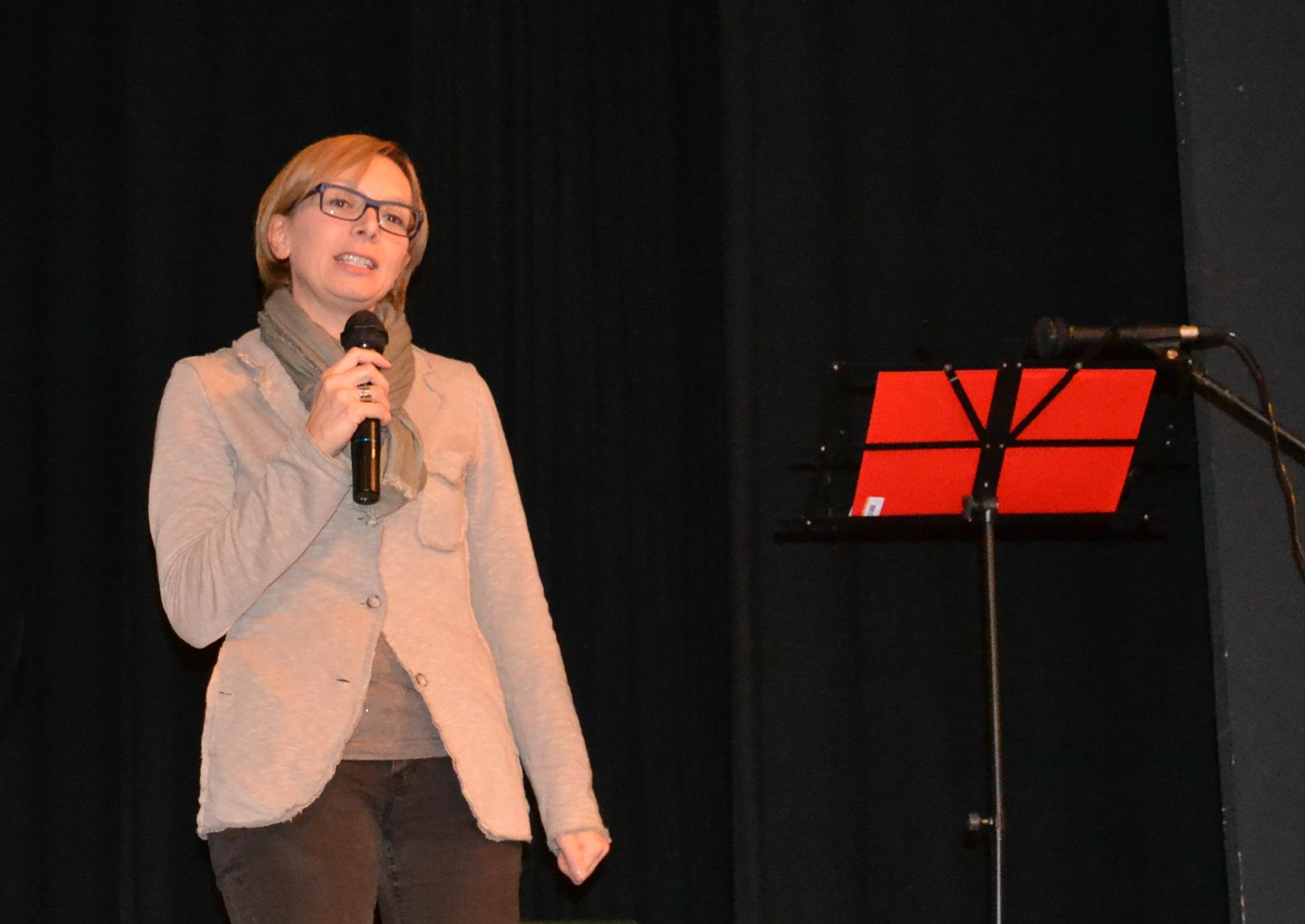 01 - elena  al teatro parrocchiale di Olle.jpg