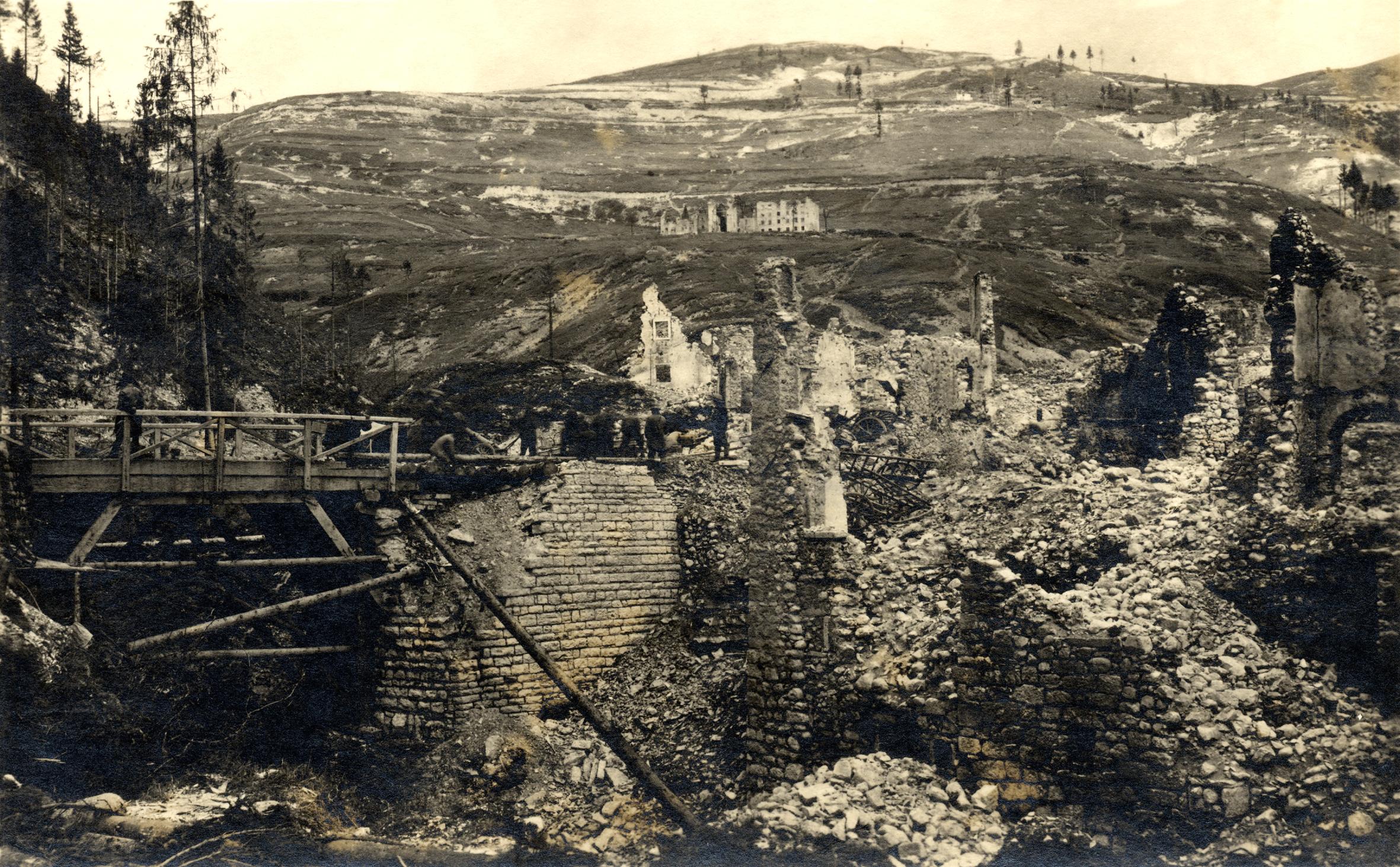 08 - rovine in val dei Ronchi - ASDM.JPG