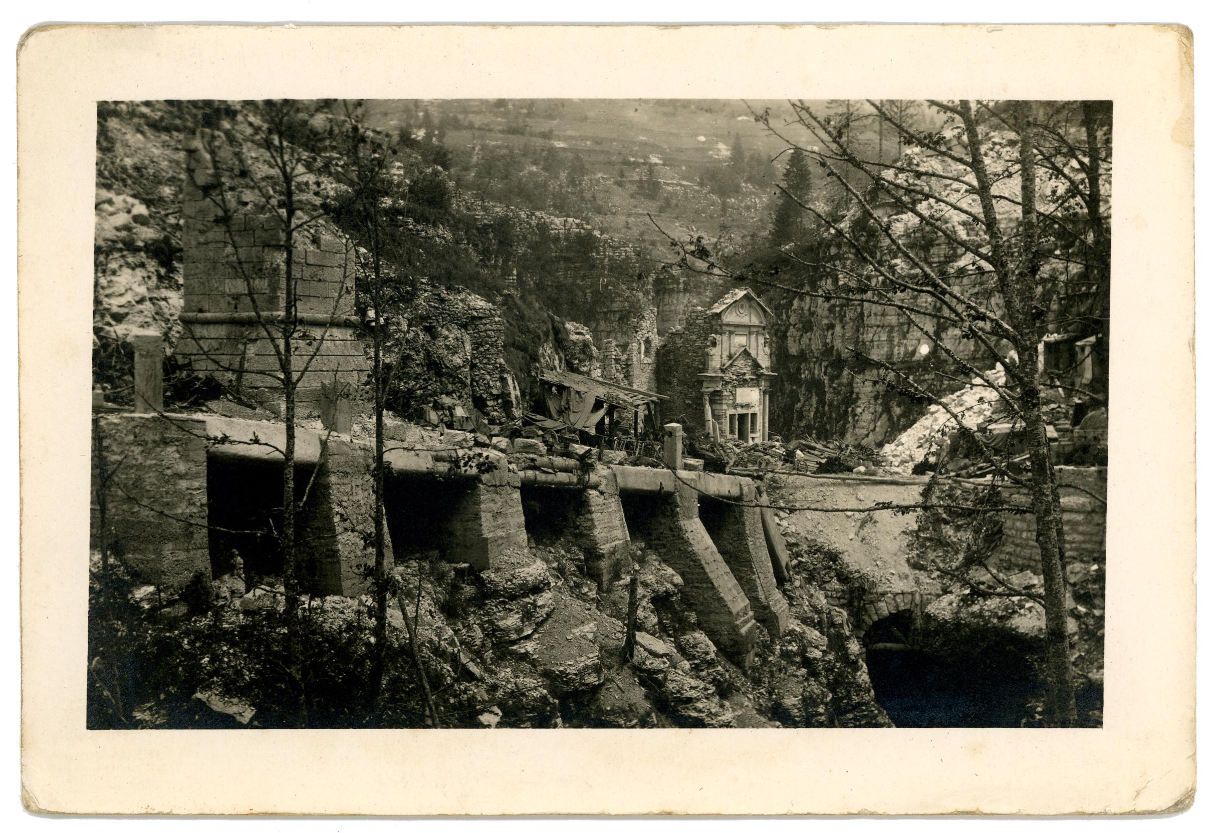 06 - località il Buso con il santuario devastato dalla guerra - ASDM.JPG