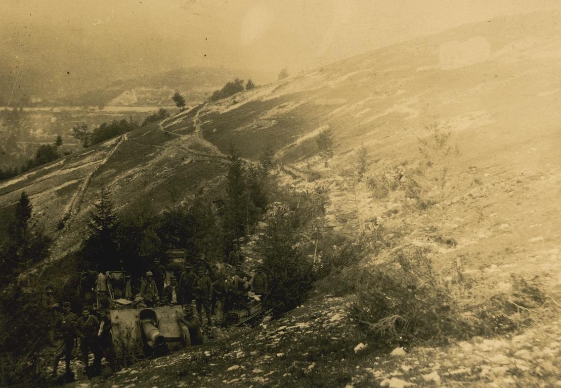 05 - artiglieria austroungarica nella zona di Foza - ASDM.JPG