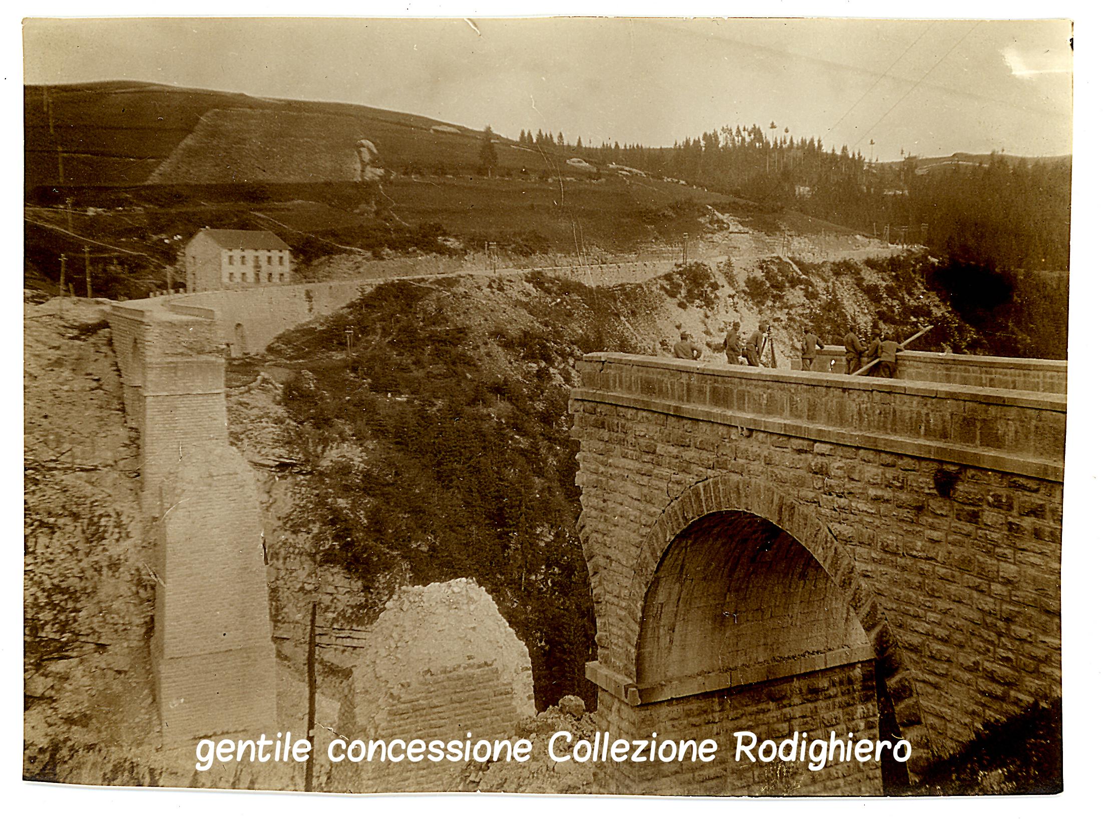 02 - il viadotto sulla Val D'Assa fatto saltare dagli italiani - (ASDM coll rodighiero) (c).jpg