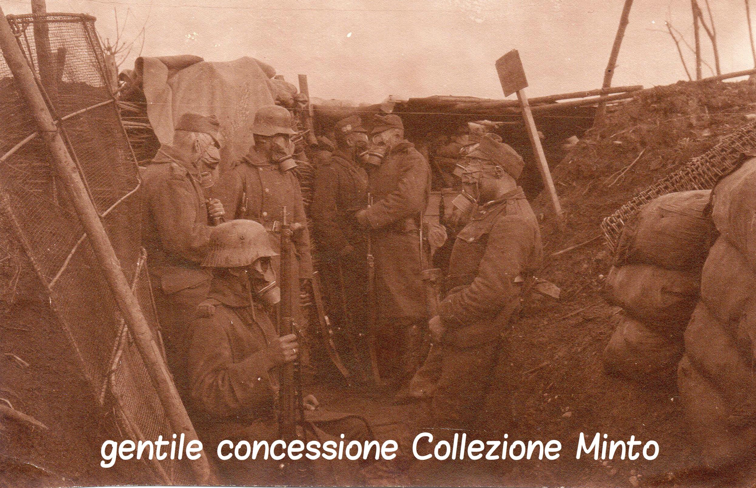 Soldati austroungarici in una trincea sul Piave in attesa di un attacco a gas