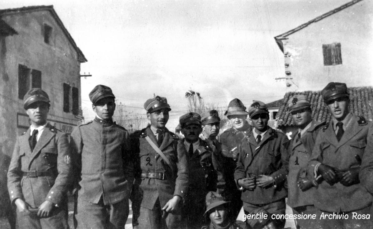 Ufficiali del ricostituito XVIII Reparto d'Assalto dopo gli scontri sul Pertica