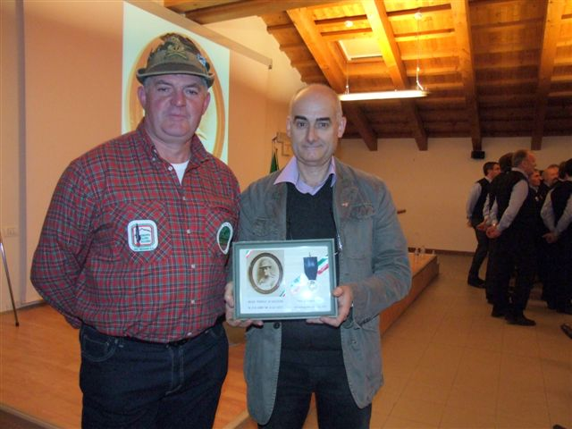 33 - con Pasquale Ivano capogruppo alpini di Salcedo.jpg