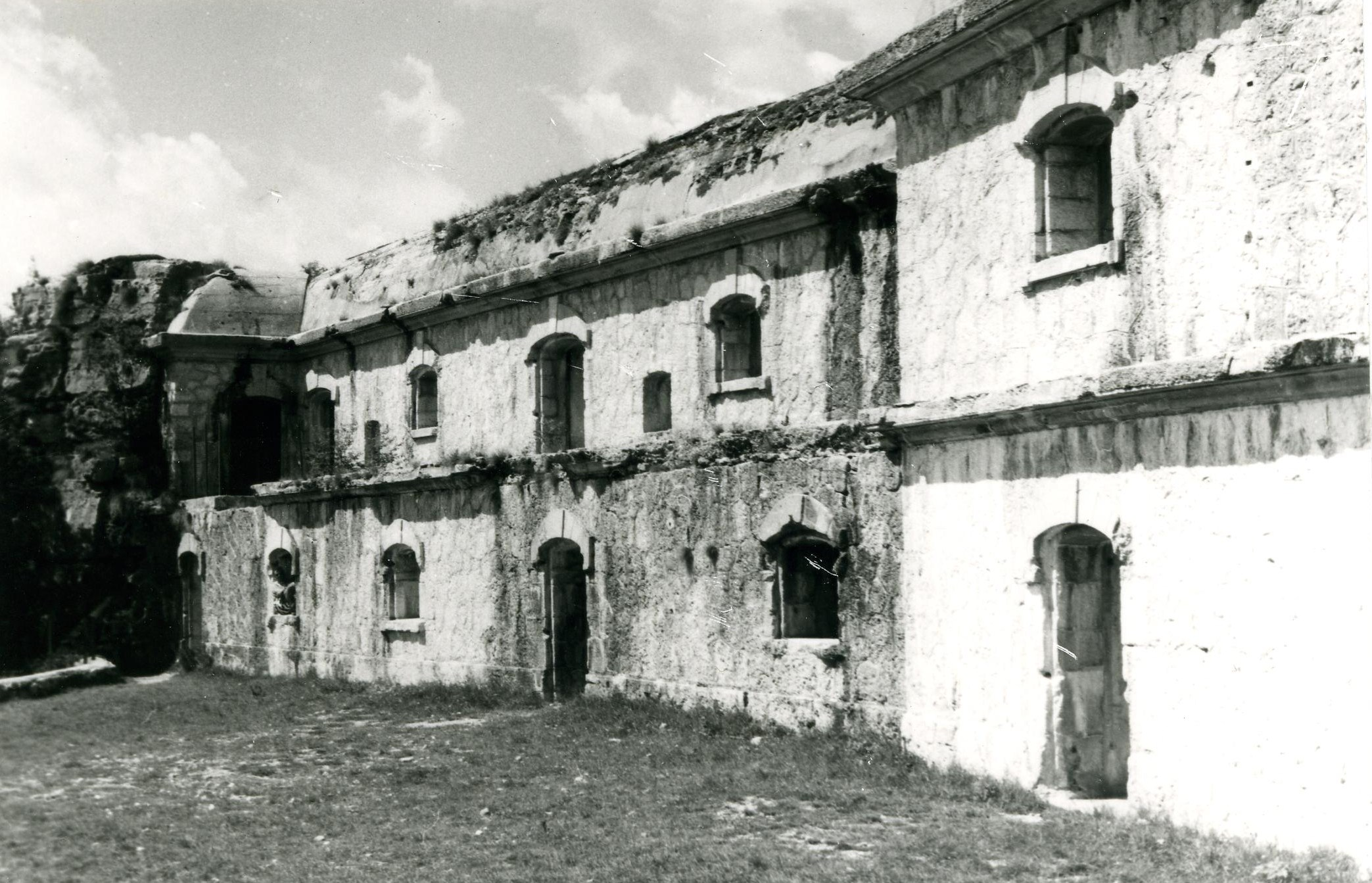 Un particolare della struttura di Forte Corbin ritratto negli anni Ottanta