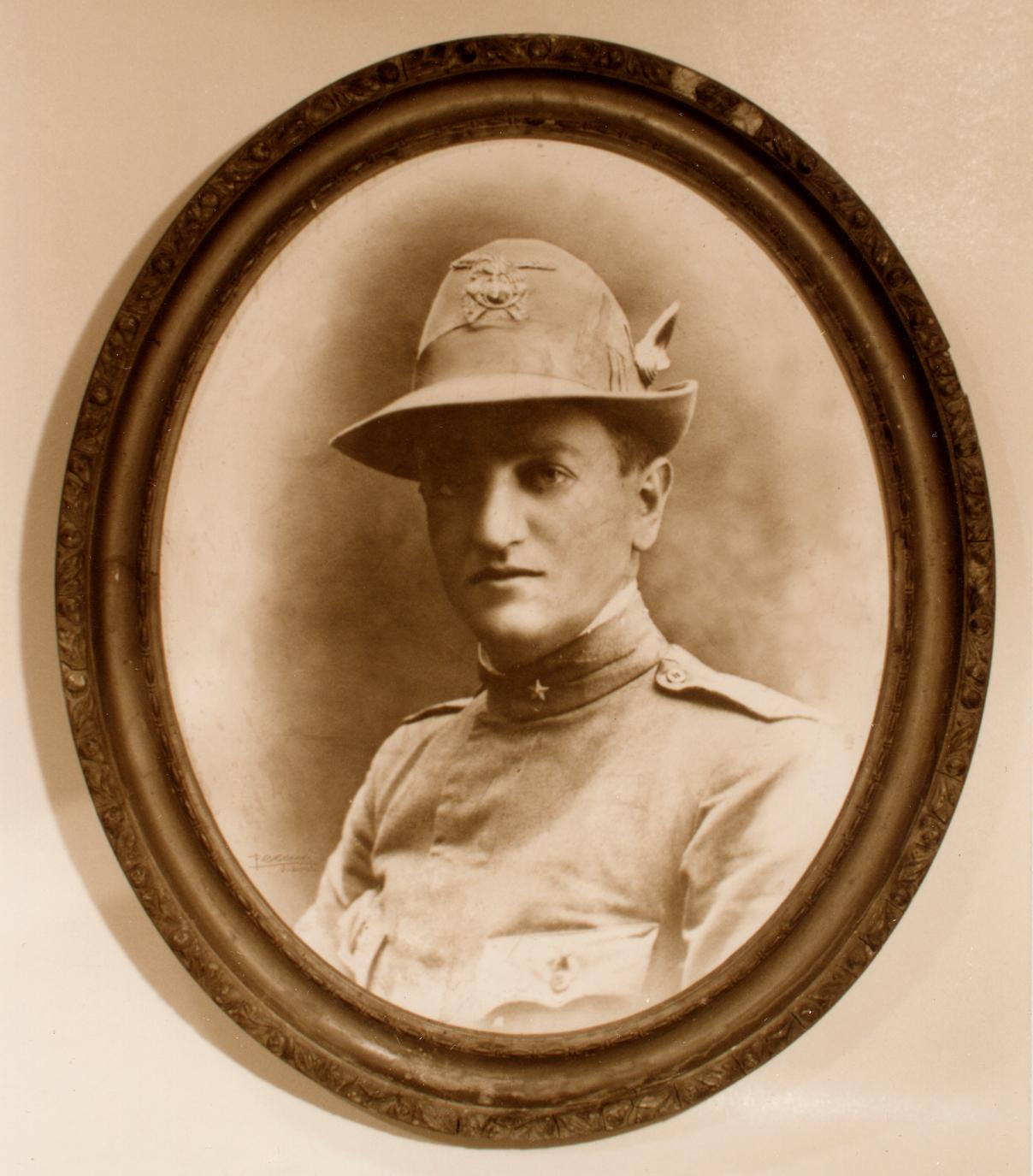Il Capitano Enrico Busa di Salcedo, M.A.V.M., caduto sul Castelgomberto il 4 dicembre del 1917.