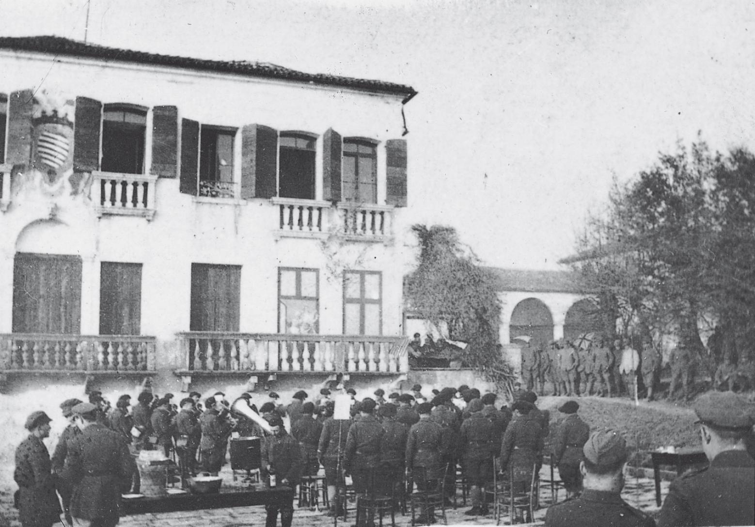 Soldati e la Villa.jpg