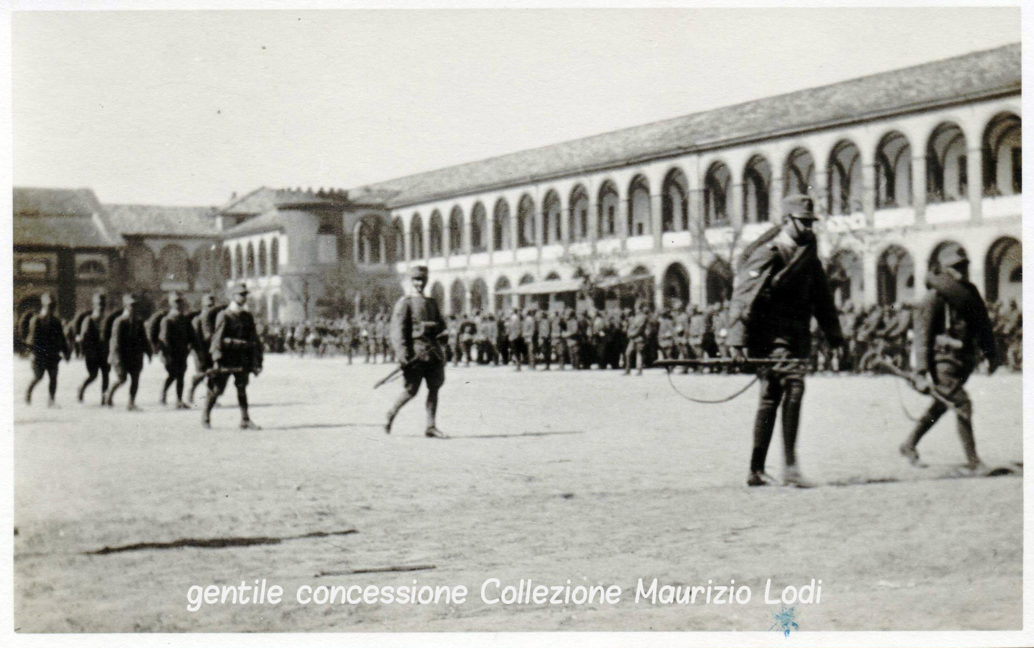 Sopra e a sinistra: rarissime foto del Conte di Salemi Umberto di Savoia presso la Caserma Guida Cavalleggeri di Voghera 1916; perì sul Grappa nel 1918 a seguito dell'epidemia di influenza spagnola