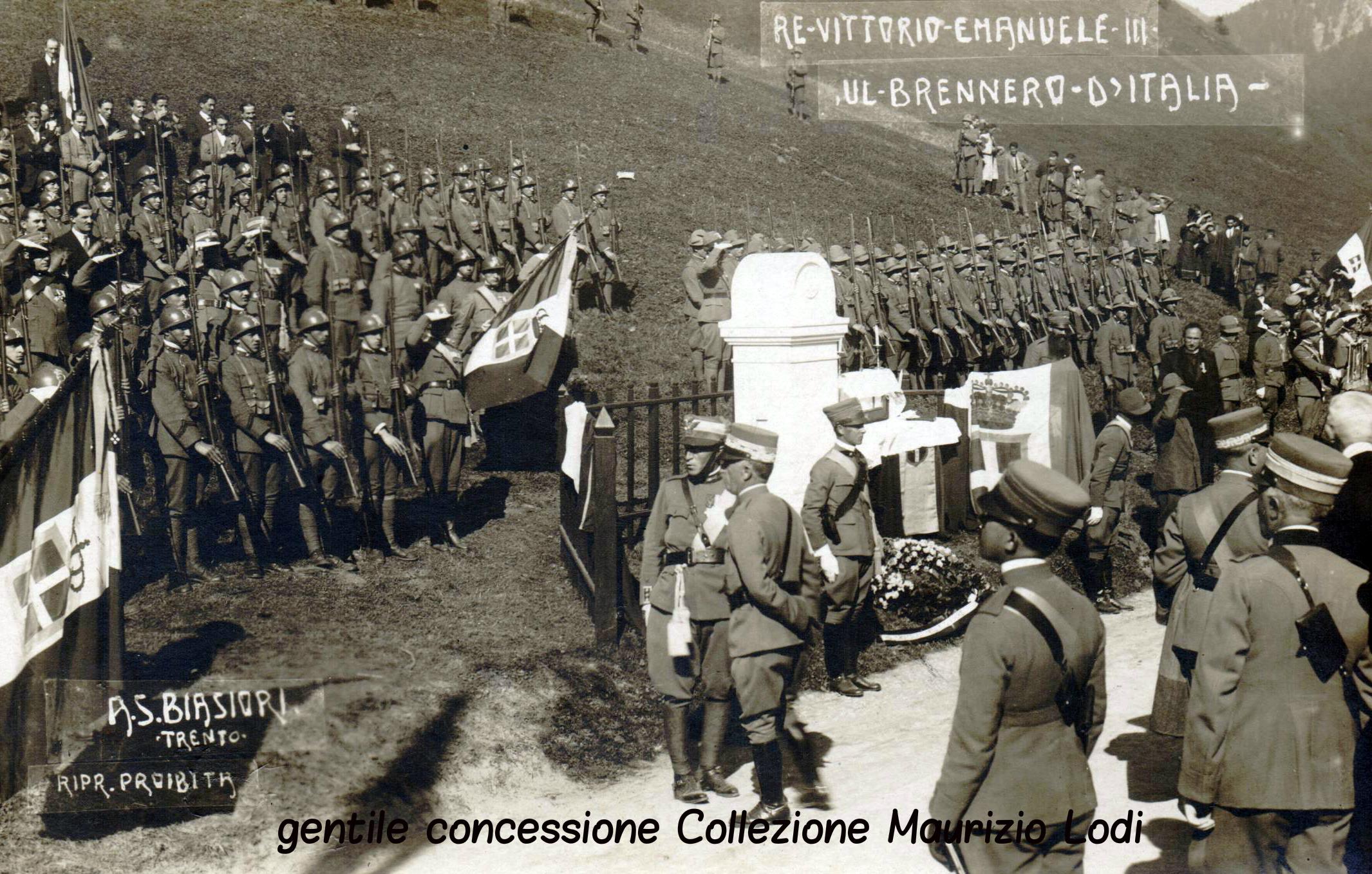 S.M. il Re sul fronte trentino - Brennero d'Italia - cerimonia per la posa del nuovo cippo confinario Italia-Austria