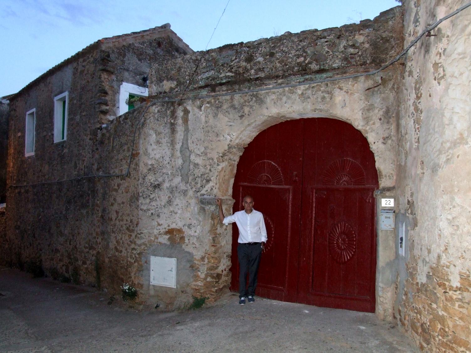 01 - Casa Lussu, il portone d'entrata.JPG