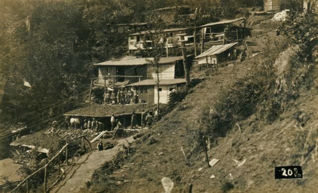 Baracche austriache sotto quota 588 di Santa Lucia.