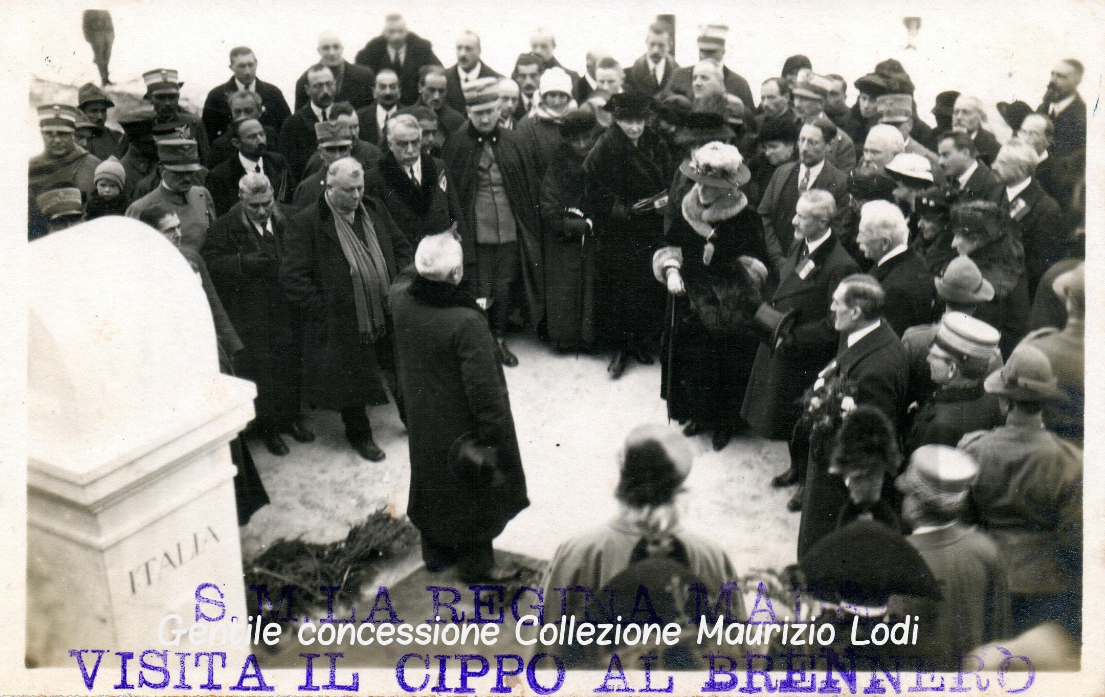 Alto Adige Tirolo Redento 13 novembre 1921 visita della Regina Madre Margherita di Savoia al nuovo cippo confinario italoaustriaco al Brennero d'Italia (c).jpg