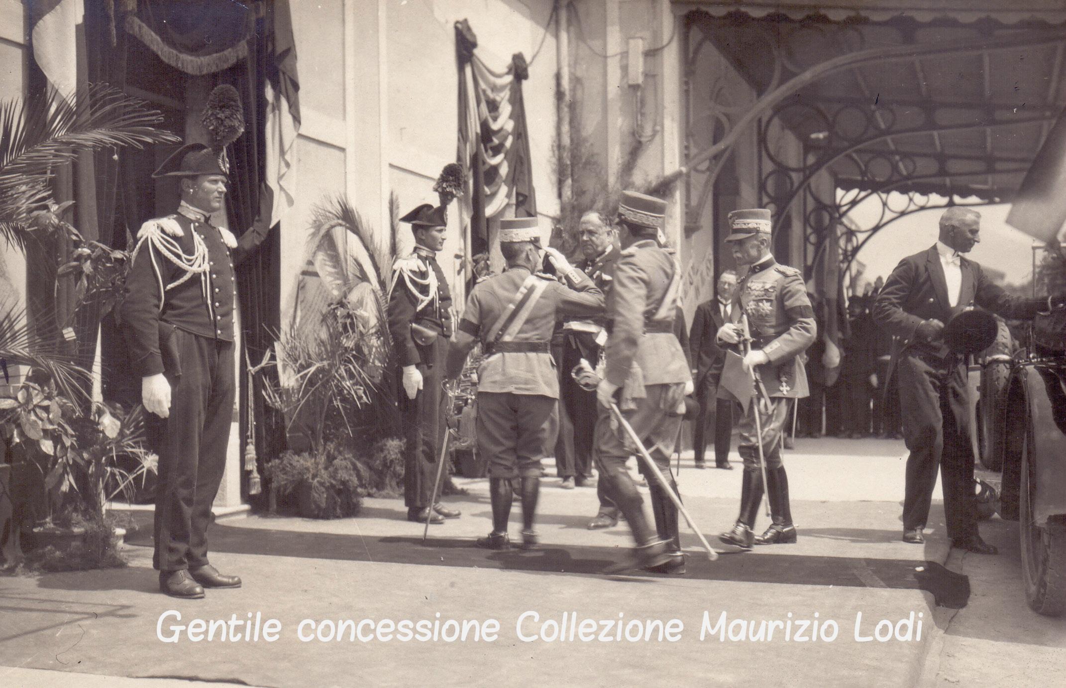 Belluno 23 maggio 1926 il Re inaugura il Monumento ai Caduti del 7°Reggimento Alpini della Grande Guerra bordo (c).jpg