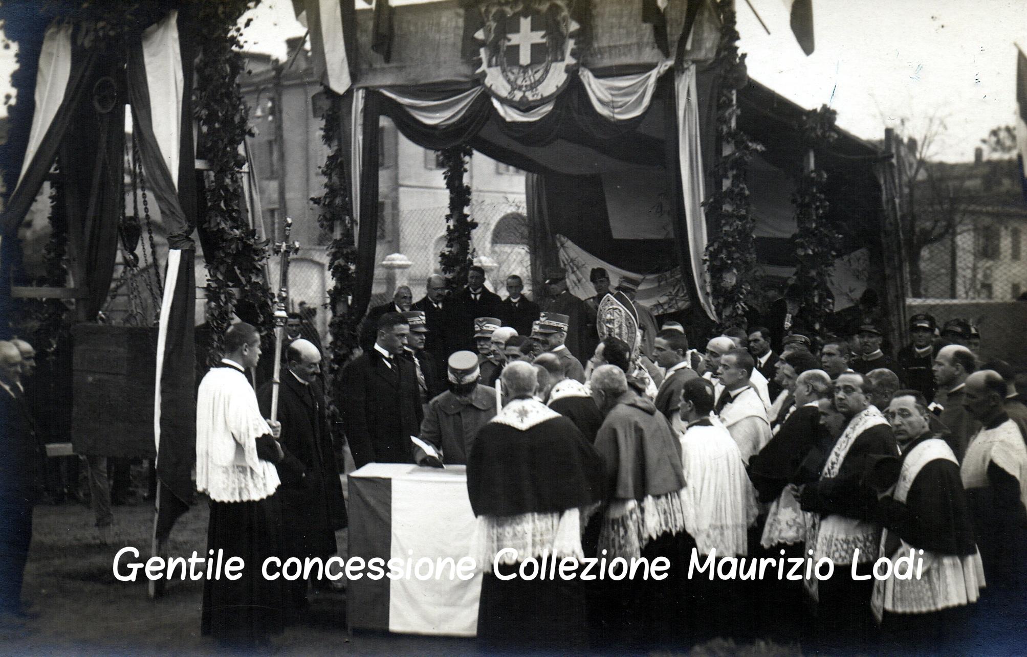 3 Modena 8 dicembre 1923 - Posa della prima pietra del Tempio Monumentale ai Caduti della Grande Guerra alla presenza di S (C).jpg