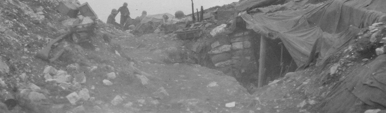 Rovescio delle postazioni nemiche sul Col del Rosso in un'immagine di fonte austroungarica