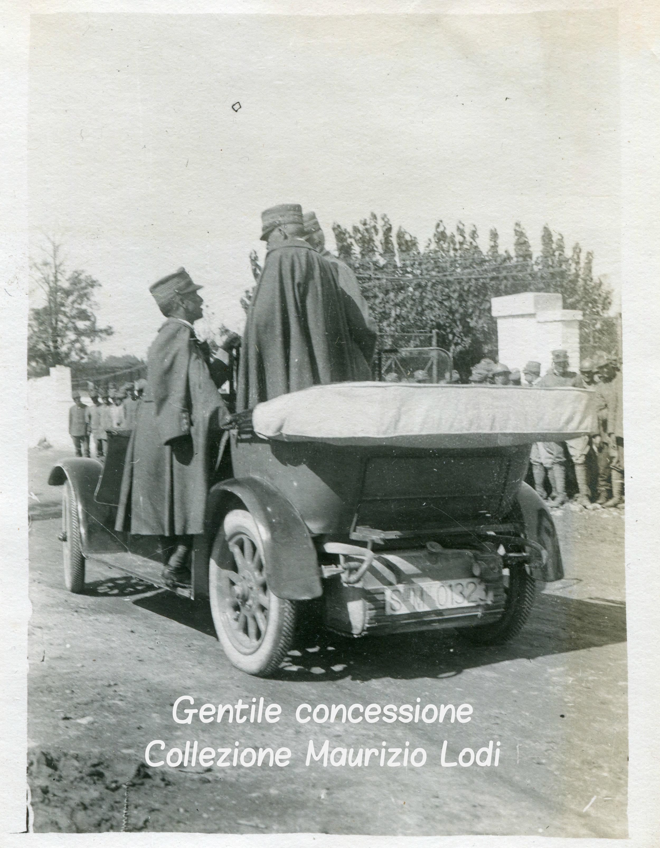 SM il Re il Gen Cadorna e il Gen Porro (C).jpg