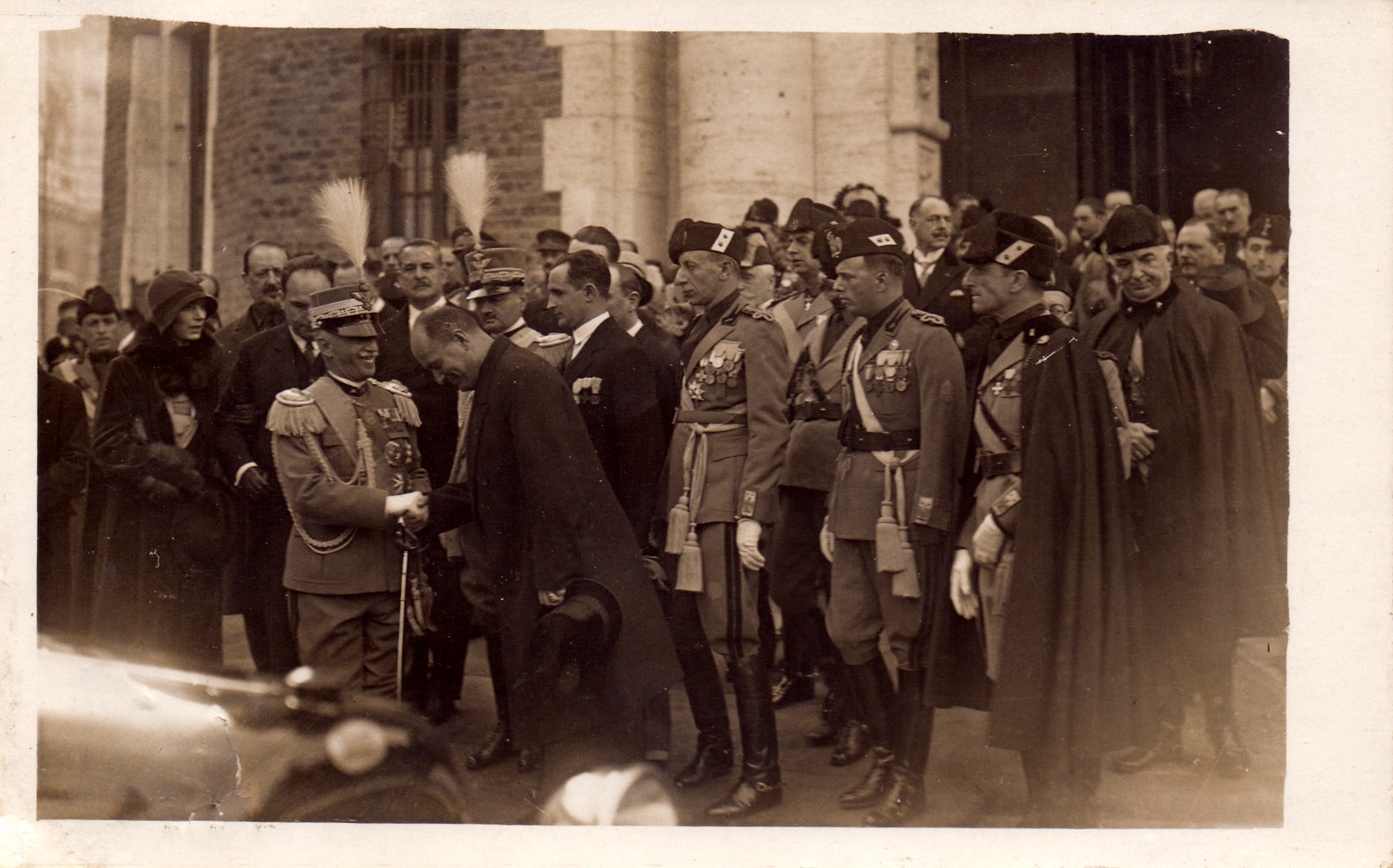 roma 04 11 1928 decennale vittoria inaugurazione casa madre mutilati Re Mussolini Delcroix e Turati.jpg