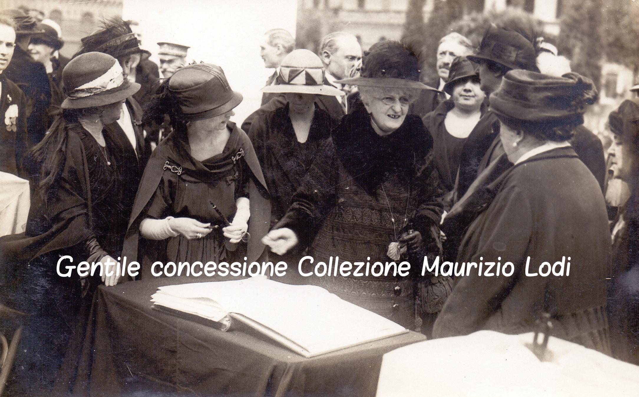 Roma 4 novembre 1924 Regina Madre e la Regina Elena petizione Monumento alle Madri e Vedove dei Caduti della Grande Guerra 2c.jpg