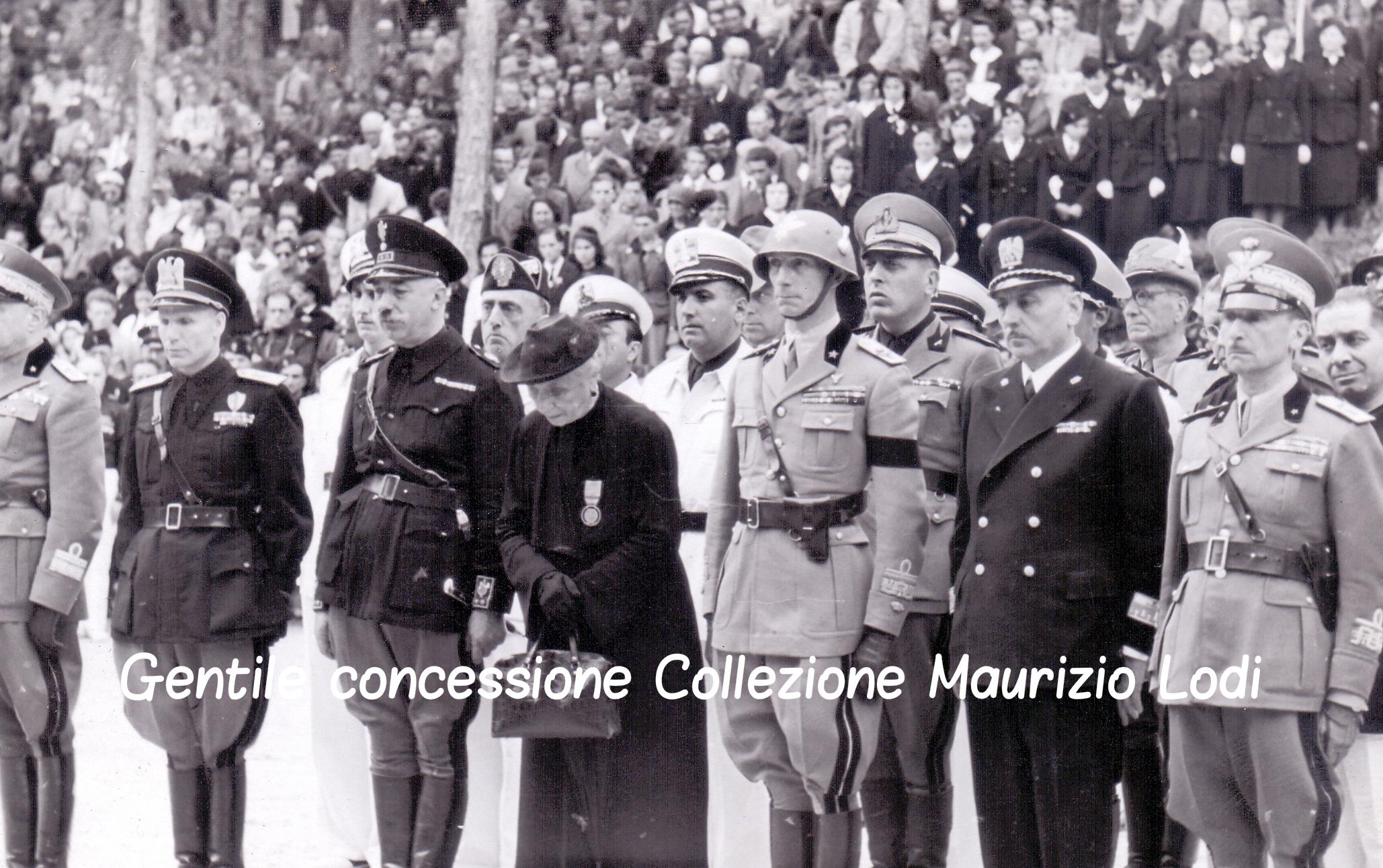 Cortina 10 08 1939 Filiberto Duca di Pistoia al Sacrario di Pocol 2 c.jpg