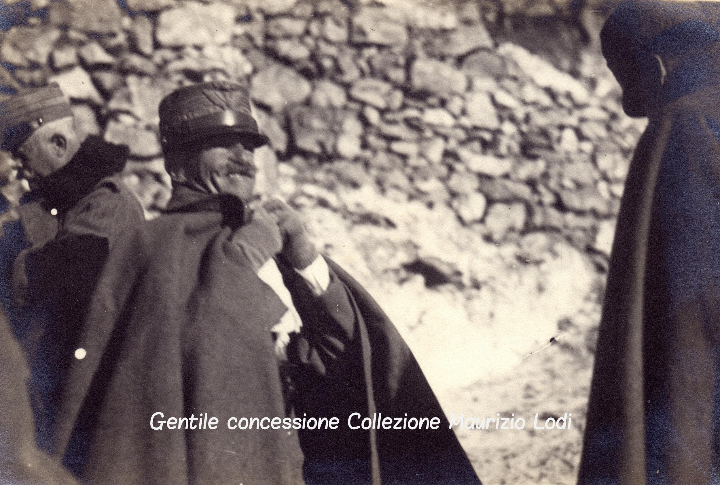 Novembre 1917: S.M. il Re in visita ispettiva ai lavori di rafforzamento nel settore Monte Pasubio - Cima Palon; sotto: due immagini di S.A.R. Emanuele Filiberto di Savoia Duca d'Aosta ritratto in trincea al fronte.