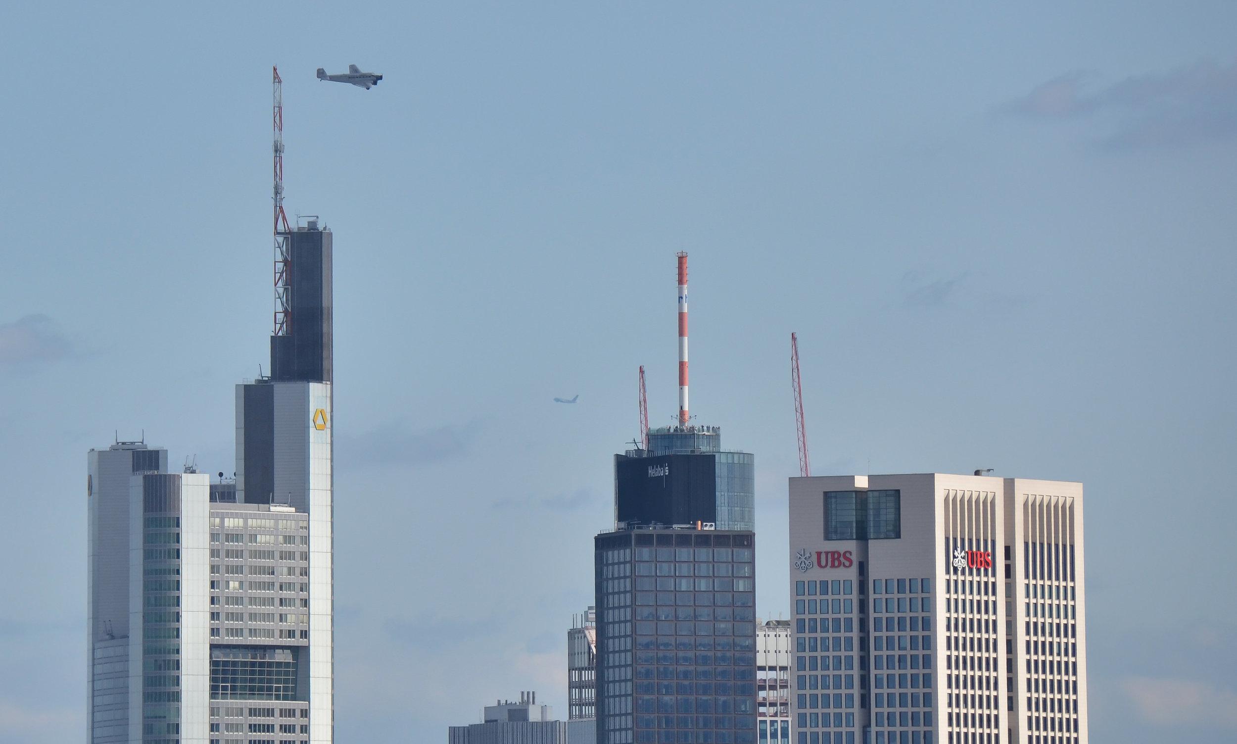 Junkers JU 52 über Frankfurt im Jahre 2013. ©Michael Kleinespel