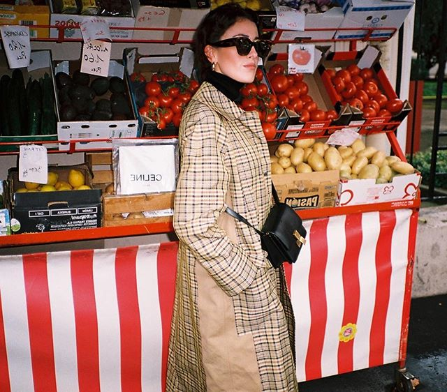 🍅🍅🍅 | Paris Fashion Week on Film 🎞 | Check the link in Bio to see the full post 👆🏼| #pfw #parisfashionweek #streetstyle #streetfashion #ss18 #kodakportra160 #theoutsiderblog #diegozuko