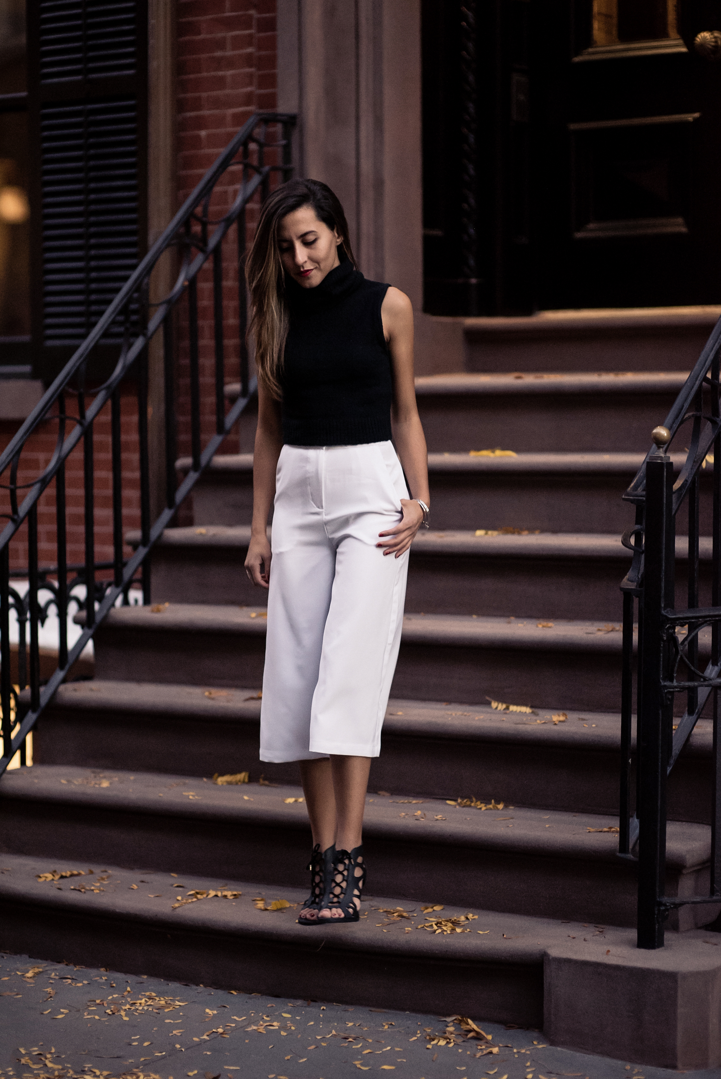 fashion-blogger-raquel-paiva-west-village-nyc-white-cullotes-outfit
