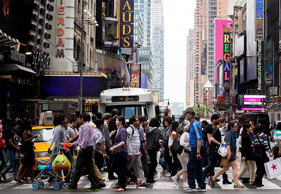 Riuades de gent inundant els carrers de Manhattan