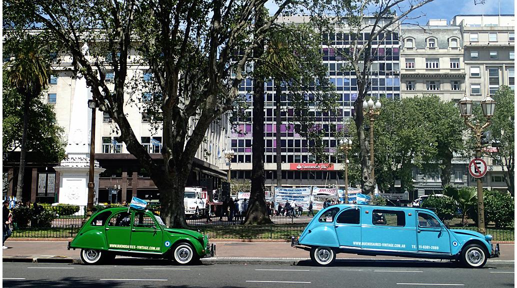 Citroën 2 CV / 3 CVa la Plaza de Mayo de Buenos Aires