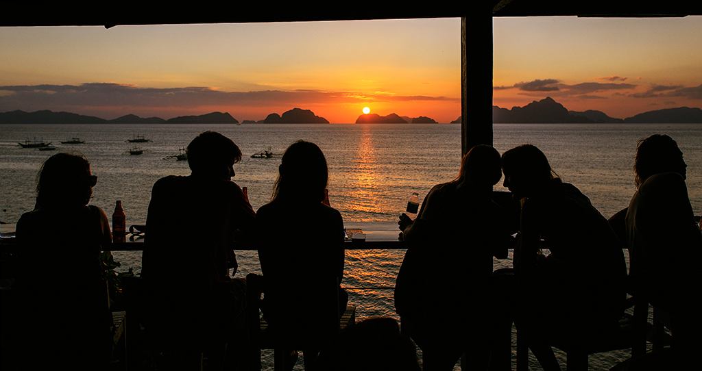 Posta de sol desde La Republika. Sunset & Tapas bar. Regentat per dos valencians i dos catalans.