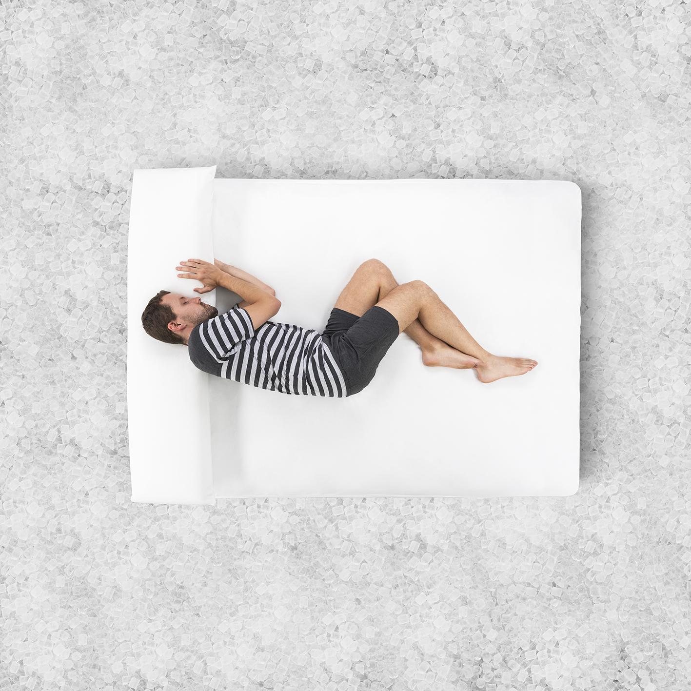 Fotografia publicitària per B-Dermofresh. Llit sobre gel.