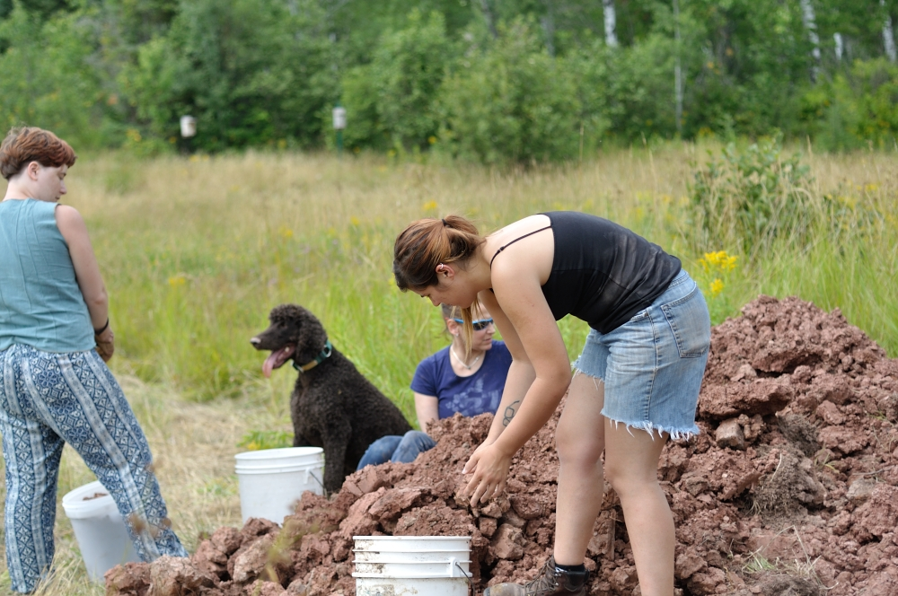 Sarah Magida  , Karen Tiliakos, and   Melissa Sclafani   collecting clay