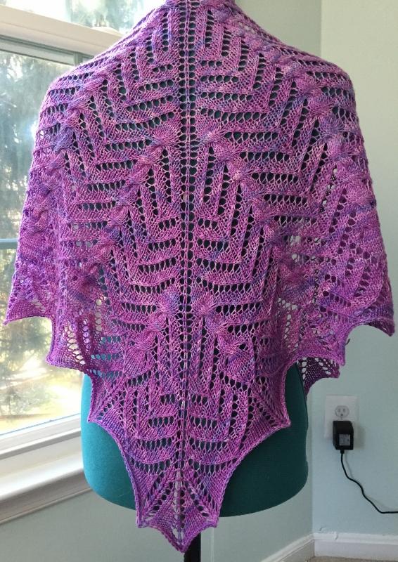Papaya shawlette. Pattern by Tanis Lavallee.
