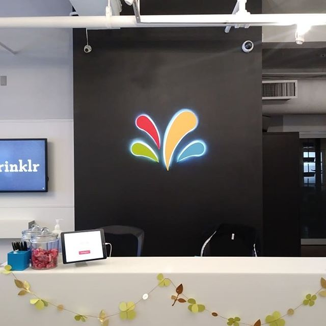 Just finished repainting the #sign for @sprinklr . Thank you @themovementologist for linking me for the gig. #art #company #companylogo #colors #hedrix #spraypaintart #freelance #artistforhire #sprinklrlife