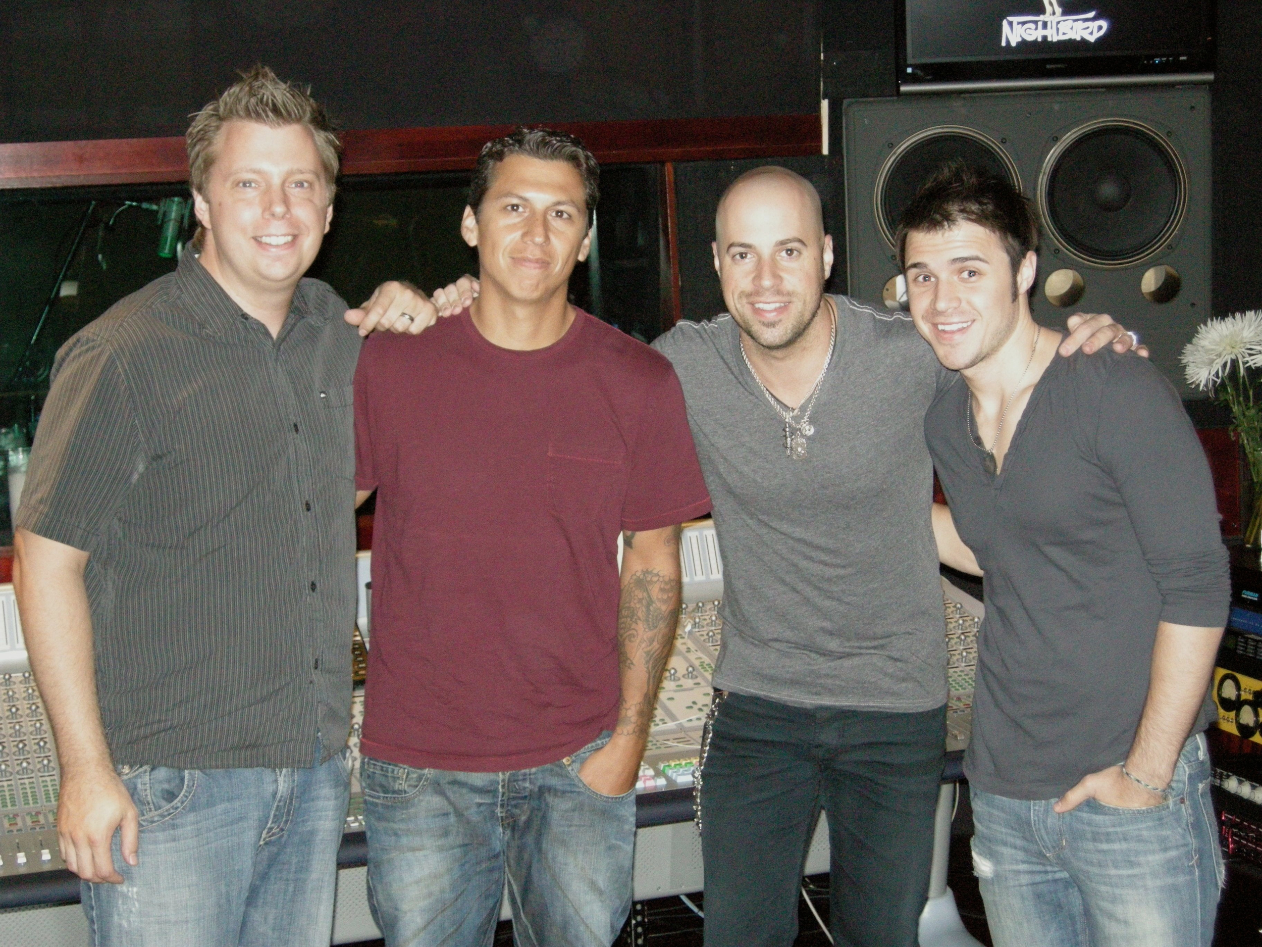 With  Mike Elizondo ,  Chris Daughtry  and  Kris Allen