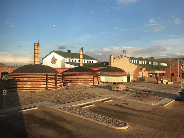 🌄Medalta Medicine Hat, Alberta, May 2019 . I still can't believe how quickly a month goes by! The first photo is a photo of the Medalta Museum and old factory. The rest are photos from various times and days of the beautiful landscapes I got to see everyday between the artist lodge, going to the studio, and going to pole. (Except for the last photo which is of the wall of current residents). I can't wait to come back one day! . Photos from the actual studio residency coming soon! . #ceramicsresidency #artistresidency #ceramicsstudent #medalta #miair #medicinehat #alberta #canada #clay #craft #canadiancraft #design #contemporaryclay #canadianceramics #ceramics #ceramic #ceramica #keramik #도예 #도기류 #陶瓷 #陶器  #nscad #iamnscad #nscaduniversity