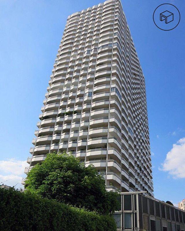 À Paris et partout en France, les Immeubles de Grande Hauteur (IGH) fleurissent. L'IGH désigne les immeubles dont le plancher bas du dernier niveau est situé à plus de 50 mètres de hauteur lorsqu'il s'agit d'habitations, ou 28 mètres pour les autres types de bâtiments.  Dans le cas d'un immeuble existant, un architecte d'intérieur et maître d'œuvre pourra vous accompagner pour les travaux d'aménagement de tout ou d'une partie de l'immeuble. . . #architecte #architecteinterieur #architectedinterieur #bureaudesign #coworking #espacedetravail #bureau #video #qualite #bienetre #cosy #chaleureux #constathuissier #constattravaux #assurances #conditiondetravail #paris