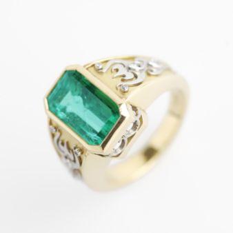 Emerald overlay ring