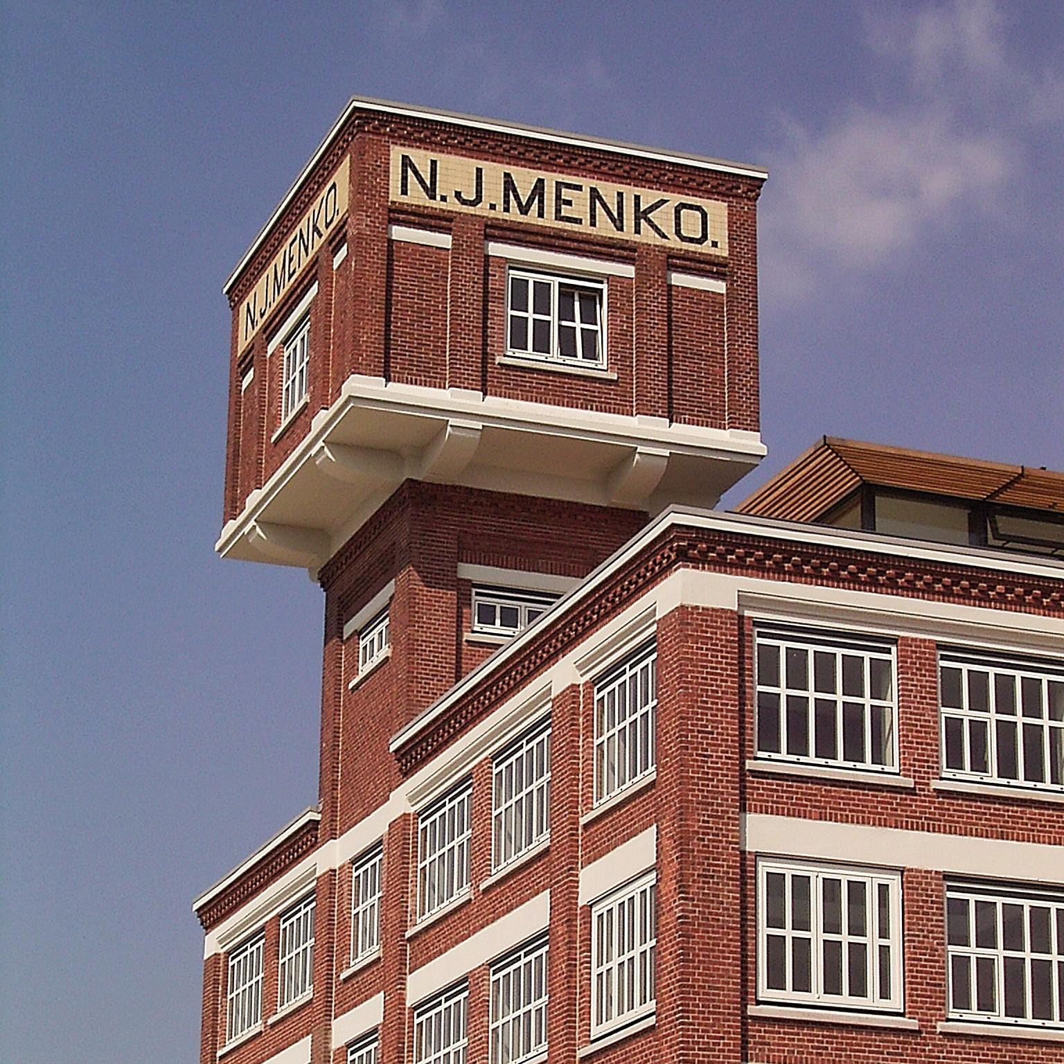 01-menko-RIMG3333-watertower-1x1.jpg