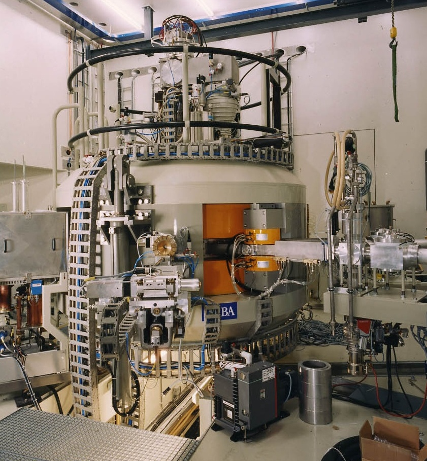 4-Cyclotron 3  aangepast  4 2 2013.jpg
